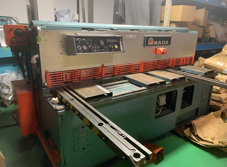 アマダ製シャーリングマシン 2000mm幅まで可能 t3.2